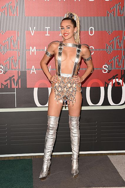 Miley Cyrus in Atelier Versace